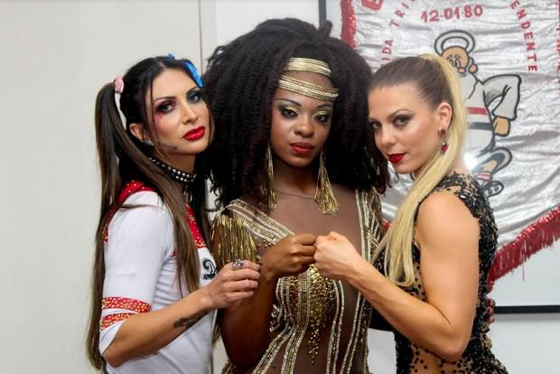 Sheila posa junto da rainha da bateria Helena Soares e da musa Mariana Pedro (Foto: Foto: Beatriz Storer Nuñez / Zuleika Ferreira - Divulgação)