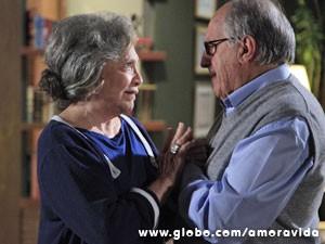 Bernarda está confusa (Foto: Ellen Soares / TV Globo)