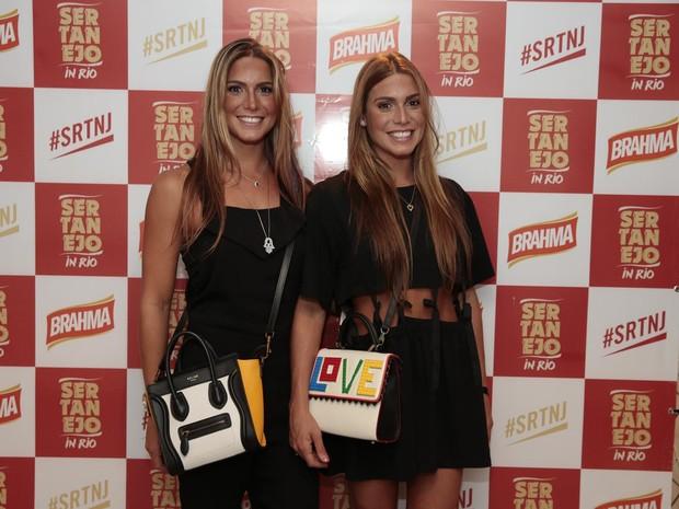 As irmãs Bia e Branca Feres em show na Zona Oeste do Rio (Foto: Felipe Panfili/ Divulgação)