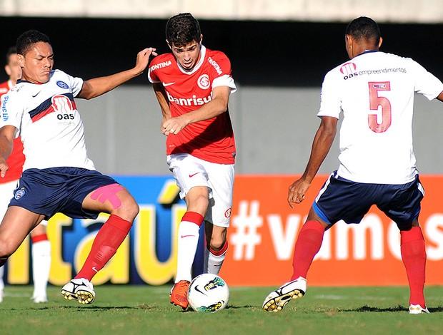 Oscar na partida do Internacional contra o Bahia (Foto: Angelo Pontes / Ag. Estado)