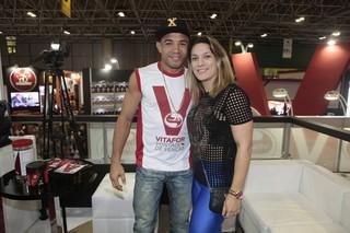 José Aldo e Viviane no Arnold Classic (Foto: Isac Luz/EGO)
