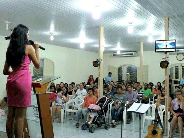 Luciana Souza deixou o concurso e agora evangeliza em igrejas de Manaus (Foto: Arquivo pessoal)