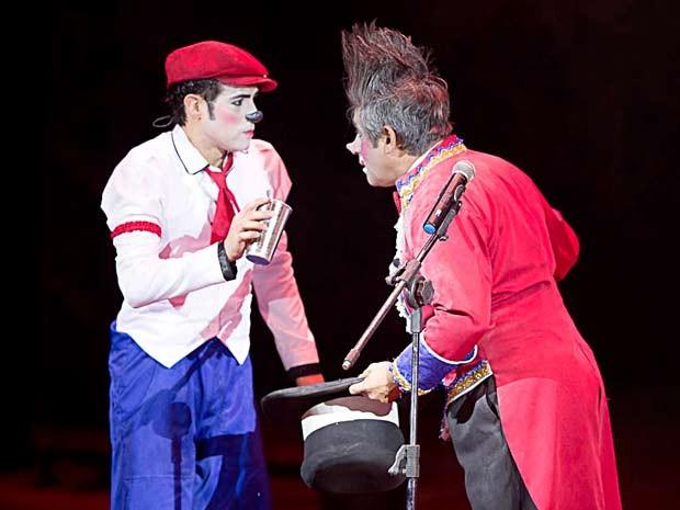 Palhaços do Cirque Amar, que fazem show para crianças de entidade assistencial do DF (Foto: Carlos Teixeira/Divulgação)