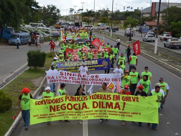Servidores de vários órgãos continuam fazendo atos para chamam atenção da população e do Governo Federal (Foto: Marina Fontenele/G1 SE)