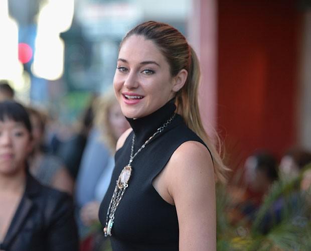 Shailene Woodley e suas madeixas mais compridas em evento em julho (Foto: Getty Images)