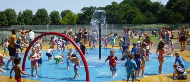 Splish, splash in Wimbledon Park (Foto: Divulgação)