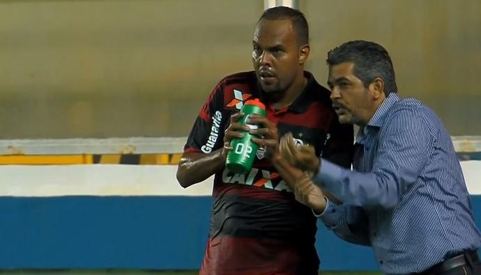 Ney Franco, técnico do Flamengo, orienta Alecsandro (Foto: Reprodução/Premiere FC)