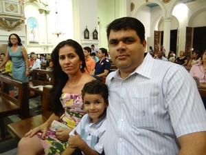 Família reunida na Missa do Galo na Catedral Metropolitana de Maceió (Foto: Michelle Farias/G1)