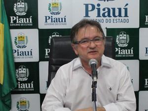Secretário de governo anunciou nome da empresa que irá administrar terminais  (Foto: Catarina Costa / G1 PI)