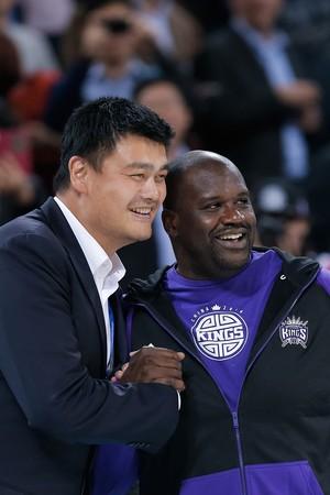 Yao Ming e Shaquile Oneal Brooklyn Nets x Sacramento Kings NBA (Foto: Getty Images)