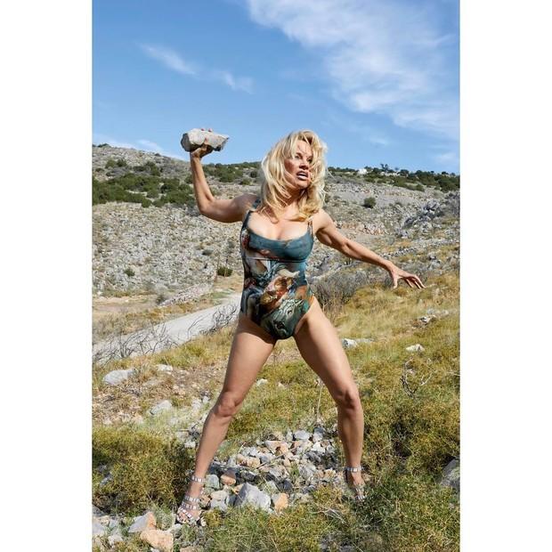 Pamela Anderson para Vivienne Westwood (Foto: Reprodução/ Instagram)
