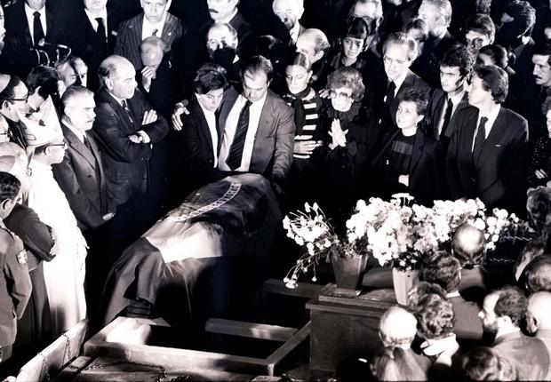 O funeral de Tancredo Neves em São João Del Rei (MG), em 24 de abril de 1985 (Foto: Jorge Araújo/Folhapress)
