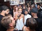Kim Kardashian, Kanye West, Candice Swanepoel e mais vão à festa promovida por Rihanna