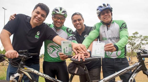 Os criadores do serviço Bike Registrada (Foto: Reprodução / Sebrae)