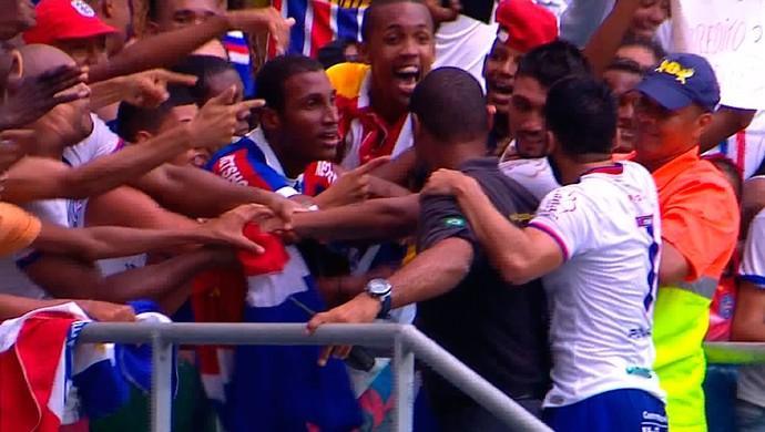 Kieza e Maxi Biancucchi; bahia x vitória da conquista; arena fonte nova (Foto: Imagens/TV Bahia)