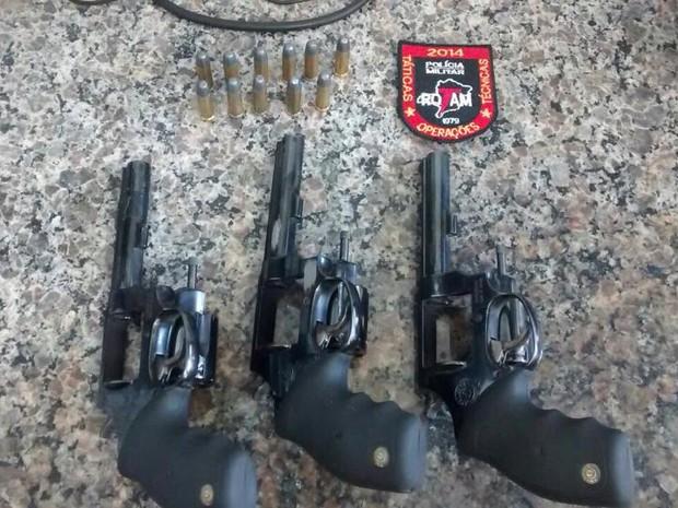 Armas apreendidas em Juiz de Fora (Foto: Polícia Militar/Divulgação)