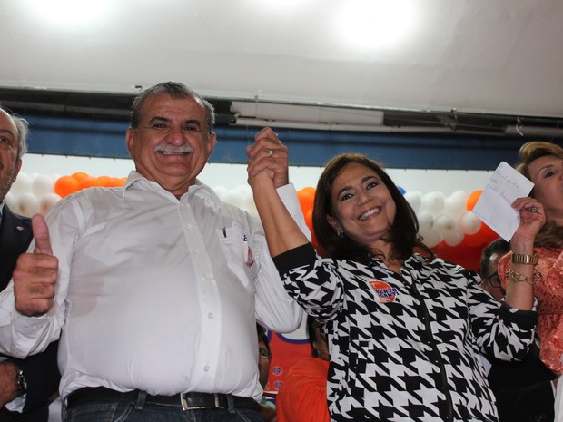 Adalberto Cavalcanti é candidato pelo PTB à prefeitura de Petrolina com a vice Anatélia Porto do PTN (Foto: Juliane Peixinho / G1)