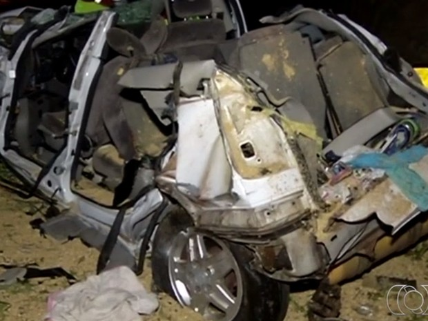 Acidente na BR-050 deixa seis mortos, em Catalão, Goiás (Foto: Reprodução/ TV Anhanguera)