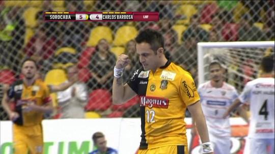 Em jogo emocionante, Sorocaba vira no fim e bate o Carlos Barbosa pela LNF