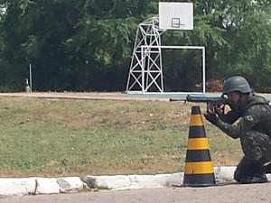 Treinamento da Polícia Militar para assumir missão no Complexo da Maré, no RJ (Foto: Reprodução/ TV Grande Rio)