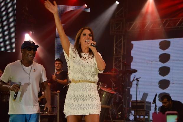 Ivete Sangalo e Márcio Vitor, do Psirico, em show em Salvador, na Bahia (Foto: Felipe Souto Maior/ Ag. News)