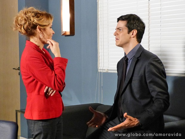 Félix fala com Glauce sobre reação de César (Foto: Amor à Vida/TV Globo)