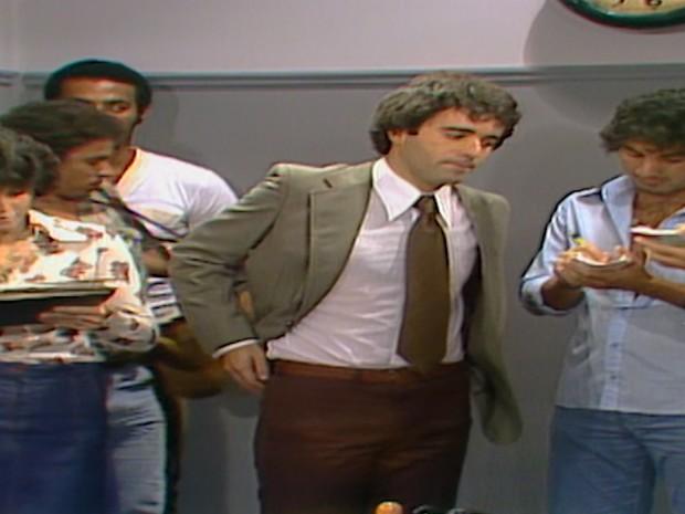 André dá uma entrevista dizendo que Nuno terá que devolver tudo o que roubou de seu pai