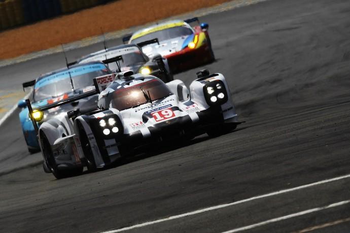 Porsche de Nico Hulkenberg, Earl Bamber e Nick Tandy nas 24 Horas de Le Mans (Foto: Getty Images)