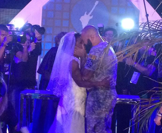 Finalmente casados! E no dia da banda favorita no Rock in Rio, Slipknot (Foto: Fernanda Almeida/Gshow)