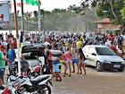 Brincadeira do Mela-Mela reúne multidão no açude de Água Branca