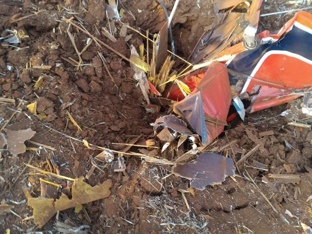 Parte do avião cravada na terra (Foto: Luiz Tolentino/Arquivo pessoal)
