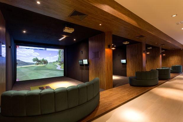 O Clubhouse e seu simulador, considerado o melhor do mundo (Foto: Julia Ribeiro)