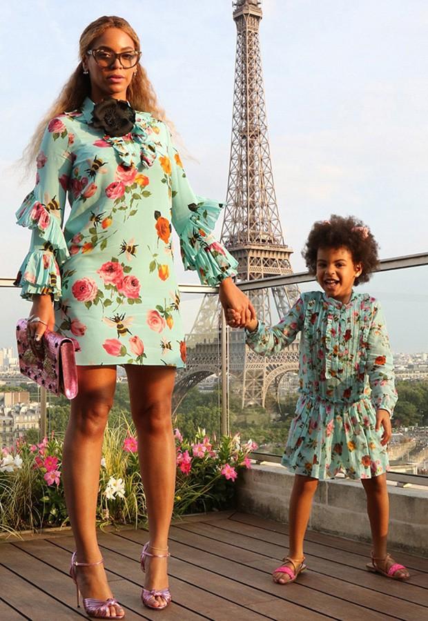 Beyoncé e Blue Ivy combinam look para ensaio em Paris