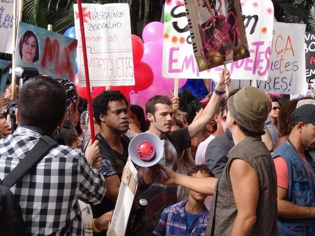 Sandro, Rodinei e Kleiton organizam o movimento (Foto: Cheias de Charme / TV Globo)