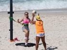Beldades fazem treino funcional em praia do Rio