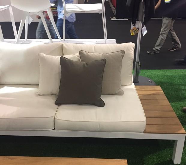 Greenhouse apresenta o sofá Madri, de polywood (madeira sintética). A peça de dois lugares é modular (Foto: Casa e Jardim)