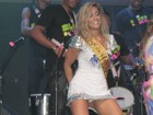 Lia Khey se empolga no rebolado e revela intimidade durante show
