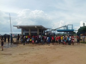 Desde quinta-feira (17), trabalhadores rurais estão acampados em frente à usina em Flórida Paulista (Foto: Beth Gohara/Cedida)