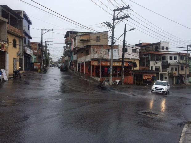 Local onde houve protesto de moradores no bairro de Paripe, em Salvador (Foto: Henrique Mendes/G1)