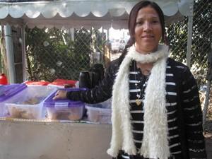 Comerciantes aproveitam para fazer renda extra na JMJ. (Foto: Mariucha Machado/G1)