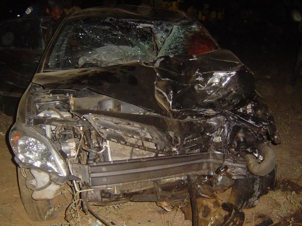 Comerciante tentava desviar de um carro quando bateu na moto (Foto: Divulgação/PRF)
