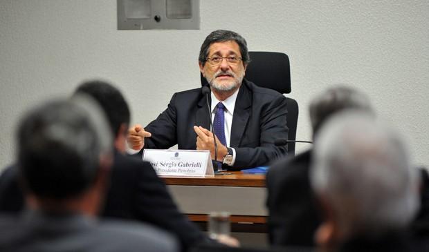 O ex-presidente da Petrobras Sérgio Gabrielli depõe na CPMI (Foto: Zeca Ribeiro/Câmara)