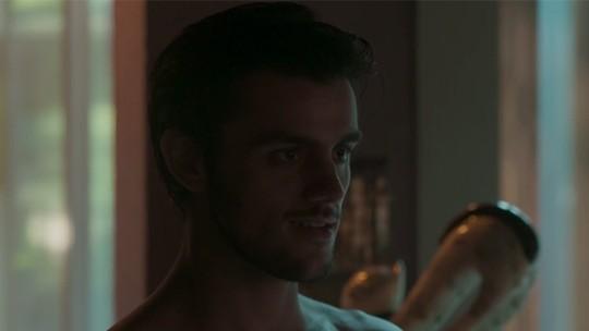 Jonatas presenteia sua ruivinha com uma lingerie linda