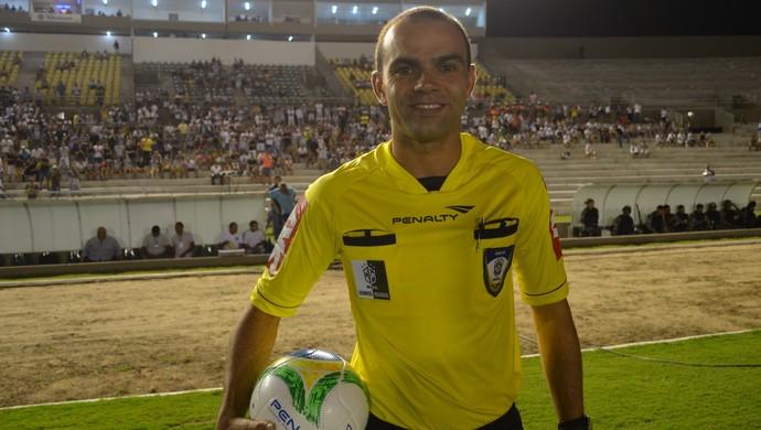Renan Roberto, árbitro paraibano (Foto: Pedro Alves/GloboEsporte.com)