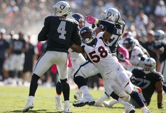 Von Miller Denver Broncos x Oakland Raider NFL (Foto: Getty Images)