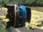Acidente entre dois caminhões e um carro deixa quatro feridos na BR-376