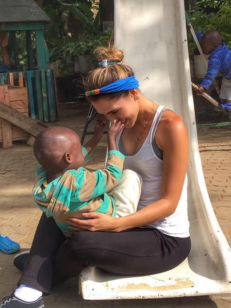 Wanda conheceu de perto a dura realidade de Kibera, a maior favela da África   (Foto: Divulgação)