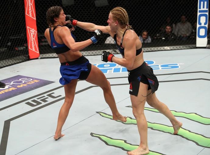 Justine Kish venceu Ashley Yoder por decisão unânime (triplo 29-28) (Foto: Getty Images)