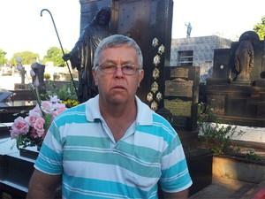 O comerciante Mauro Otávio Costa é amigo da família e se diz abalado com o caso: 'A cidade inteira está comovida' (Foto: Eduardo Guidini/G1)