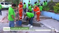 Mutirão do Verdejando planta árvores em Cidade Tiradentes
